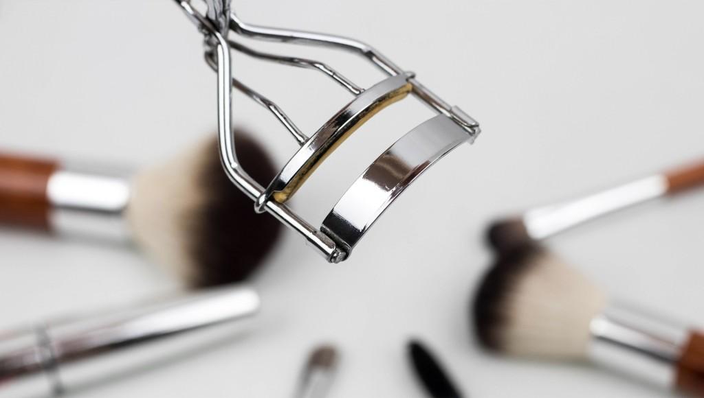 eyelash-curler-1761855_1920